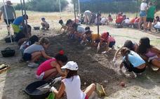 Los pequeños de la Escuela Municipal de Verano aprenden los secretos de la arqueología