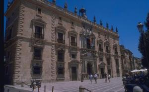 Aceptan tres años de cárcel tras hallar en su casa de Baza 'coca', armas y más de 30.000 euros
