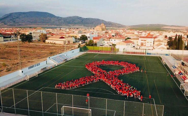 Un lazo humano de 2000 personas contra el cáncer