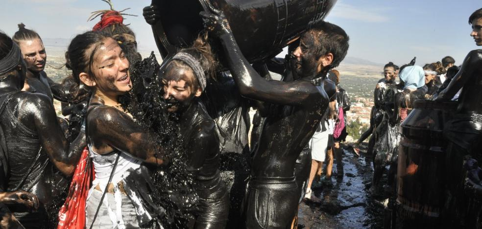 Más de tres mil litros de pintura esperan hoy al Cascamorras en Baza