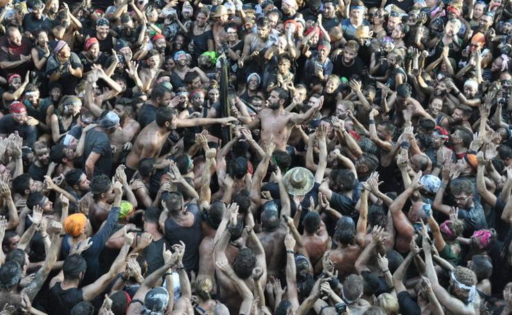 Más de 16.000 personas participan en la fiesta del Cascamorras