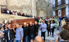 Multitudinaria y emotiva despedida del pueblo de Baza a Juan Sánchez Espín