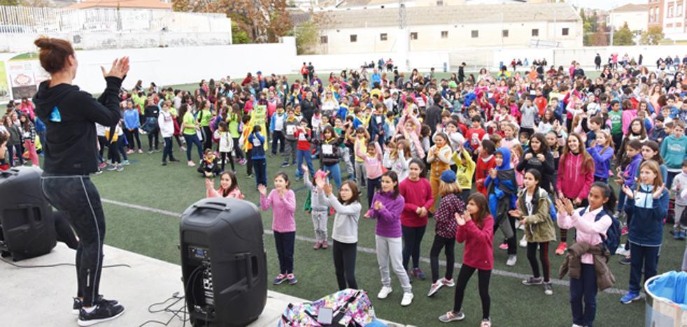Escolares y asociaciones de Baza suman 7.500 kilómetros contra la obesidad infantil