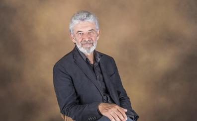 El bastetano Rafael Ramos presenta su 'Guía de viajes a las Alpujarras. Capileira'