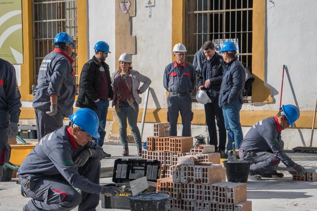 18 personas de un taller de empleo rehabilitan la estación de Baza