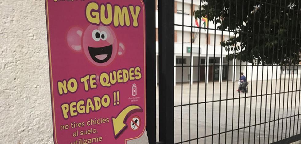 El Ayuntamiento de Baza instala 25 papeleras para chicles