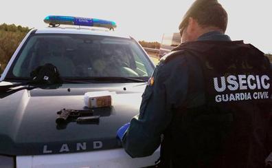 Detenidos en Cúllar tras arrojar por la ventanilla de su coche una pistola al encontrarse con un control