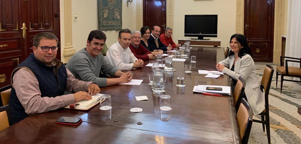 La subdelegada del Gobierno se reúne con alcaldes de municipios afectados por la macrogranja