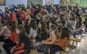 Un taller enseña a los escolares de Baza a identificar mensajes machistas y violentos en las canciones