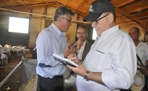 Cuba se interesa por el modelo de producción del cordero segureño