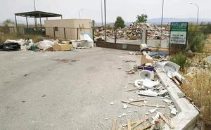 Ciudadanos denuncia el lamentable estado del «Punto Limpio» de Baza