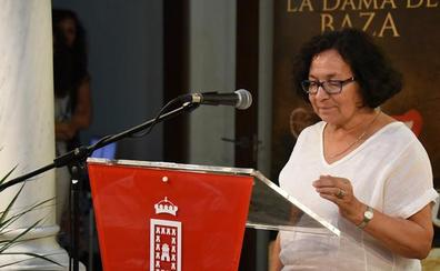 La poetisa Concha García García recibe el Premio Internacional de Poesía 'Dama de Baza'