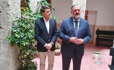El alcalde de Baza y el delegado del gobierno estudian las necesidades de Baza