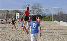 80 jugadores participan en las 24 Horas de Vóley Playa