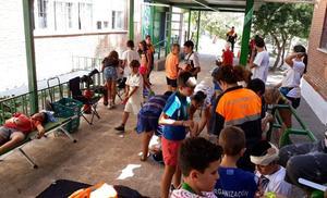 Los alumnos de la Escuela de Verano aprenden a actuar en caso de terremoto