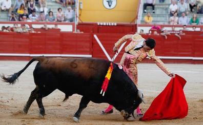 Expectación ante la reaparición de Paco Ureña en la corrida de toros de la feria de Baza