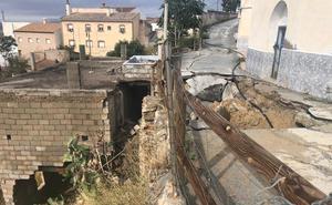 Tres calles a pique de hundirse por un socavón en Cuevas del Campo