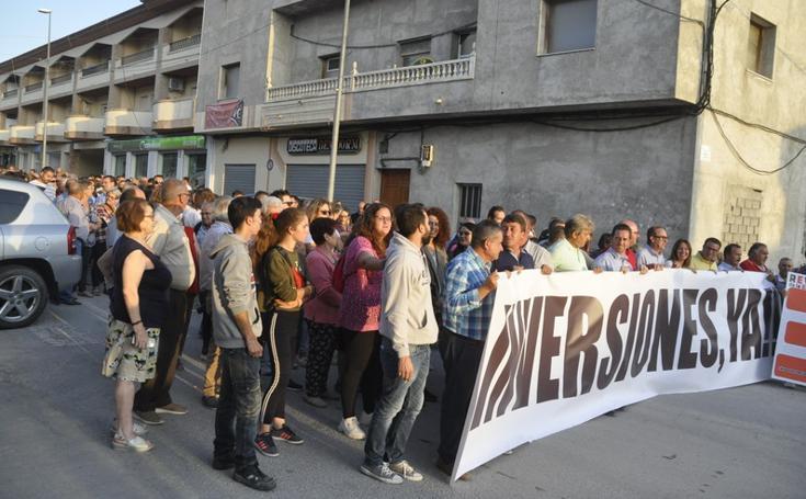 Medio millar de personas y alcaldes de la comarca reivindican el arreglo de la carretera A-4200 desde Baza a Huéscar