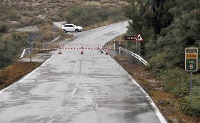 Ingenieros del ejército estudian qué modelo de puente se precisa instalar sobre el río Baza