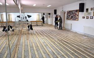 Comienza la reparación de los daños que provocó la lluvia en de la Casa de la Cultura
