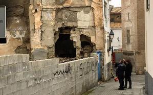 Cortada parcialmente al tránsito la plaza de San Juan tras el incendio en un edificio