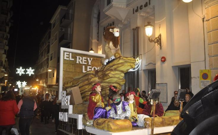 Baza disfruta de la cabalgata de los Reyes Magos