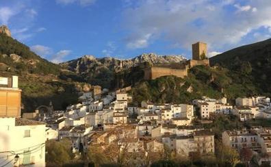 El Ayuntamiento de Cazorla regalará pintura blanca para embellecer las fachadas de su casco antiguo