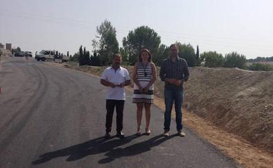 Obras en la carretera que conecta Peal de Becerro y Toya para mejorar su visibilidad y seguridad