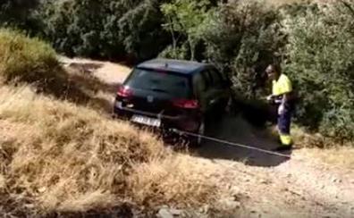 El GPS 'tira' por un barranco un coche con turistas en Cazorla