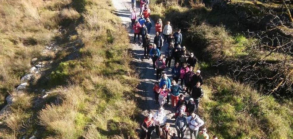 Churriana de la Vega promueve el deporte en familia con varias rutas senderistas