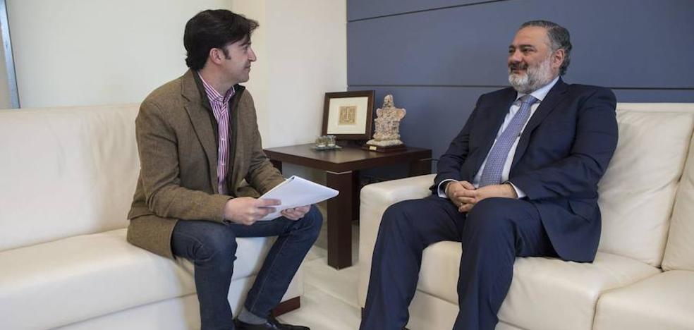 El alcalde de Churriana de la Vega se reúne con el delegado del Gobierno de la Junta para hablar del futuro del municipio