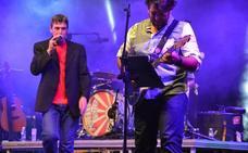 Danza Invisible se entrega ante los miles de asistentes a su concierto en El Ejido