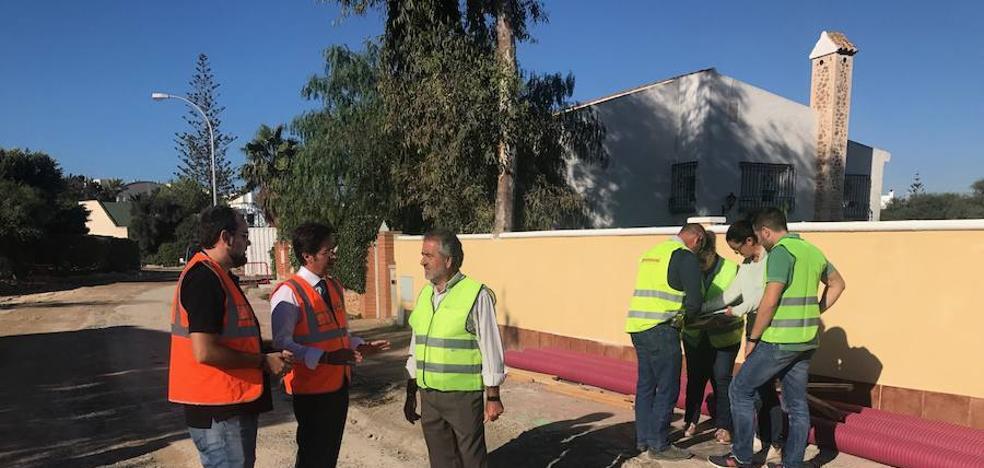 El Consistorio inicia los trabajos de remodelación de la calle Alcotán de Almerimar