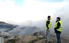 El incendio de la planta de reciclaje de El Ejido, controlado