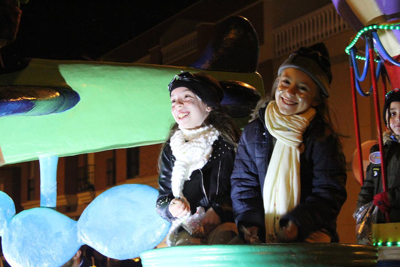 Miles de personas disfrutan de la Cabalgata de Reyes de El Ejido