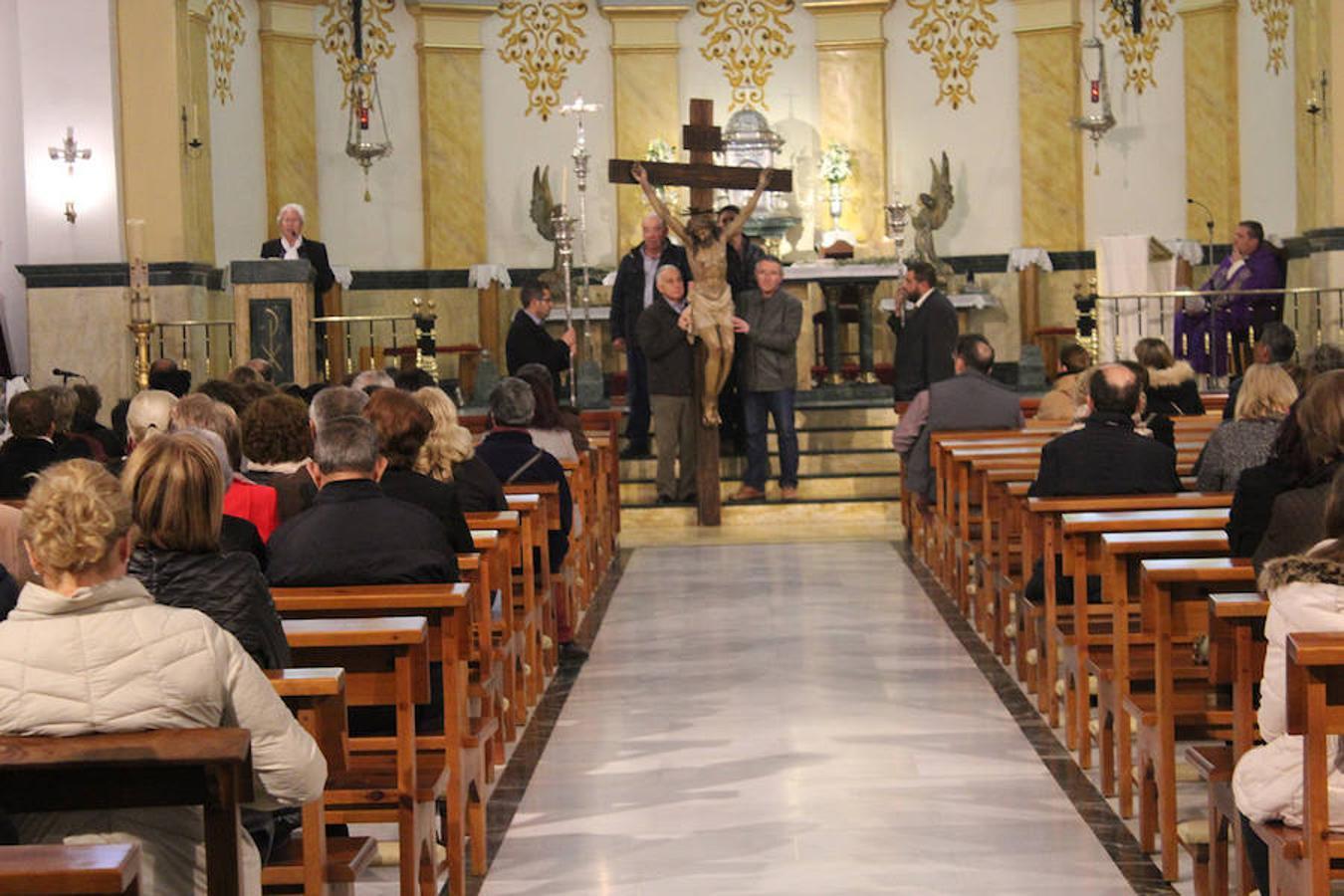 El Viacrucis del silencio con la imagen del Santístimo Cristo de la Misericordia sale a la calle el Miércoles Santo en El Ejido