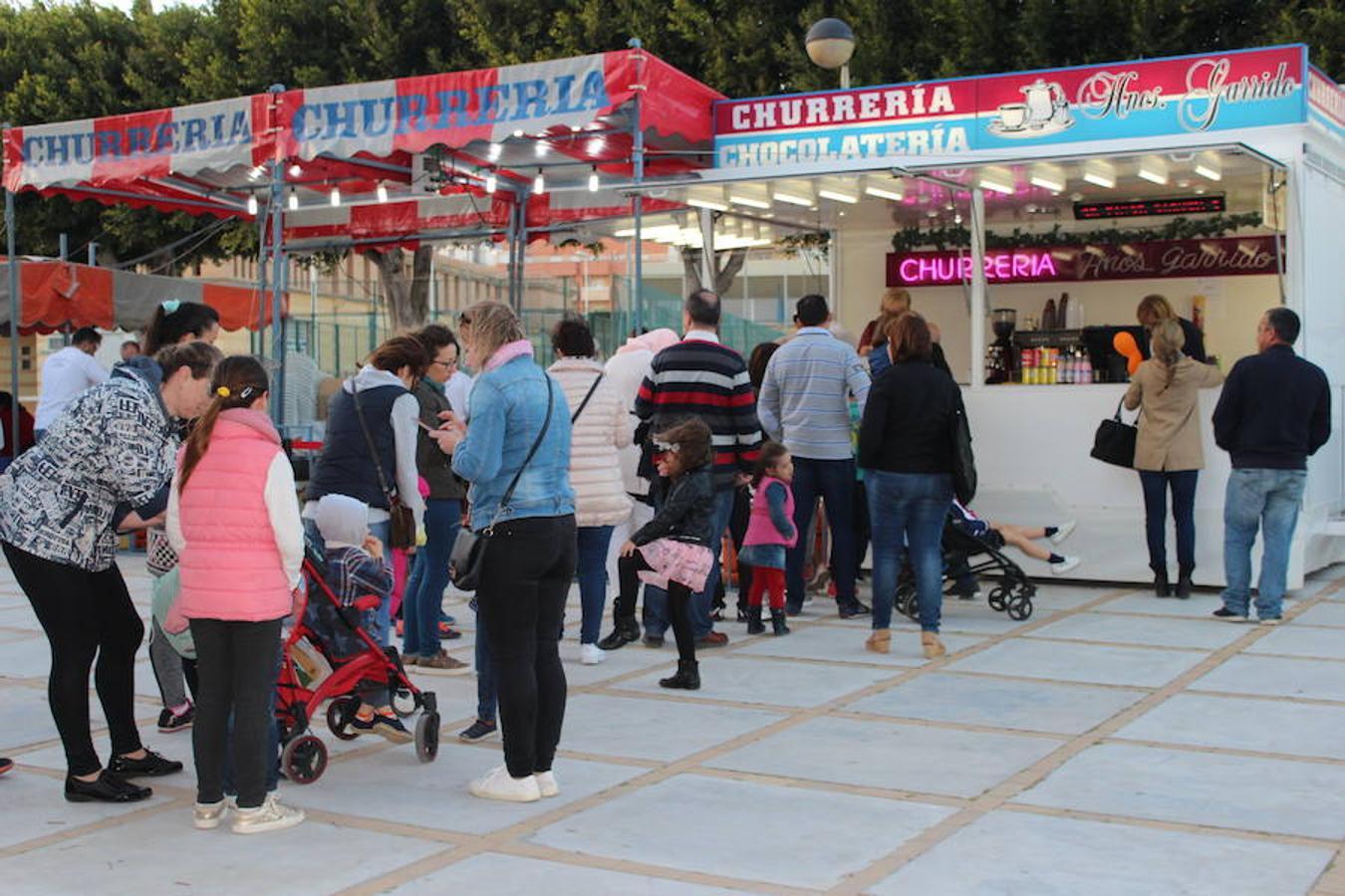 El recinto ferial se llena en el primer día de las fiestas de San Marcos en El Ejido