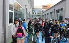 Alrededor de 100 estudiantes de bachillerato de El Ejido participan en el Triatlón Promesas del IES Santo Domingo