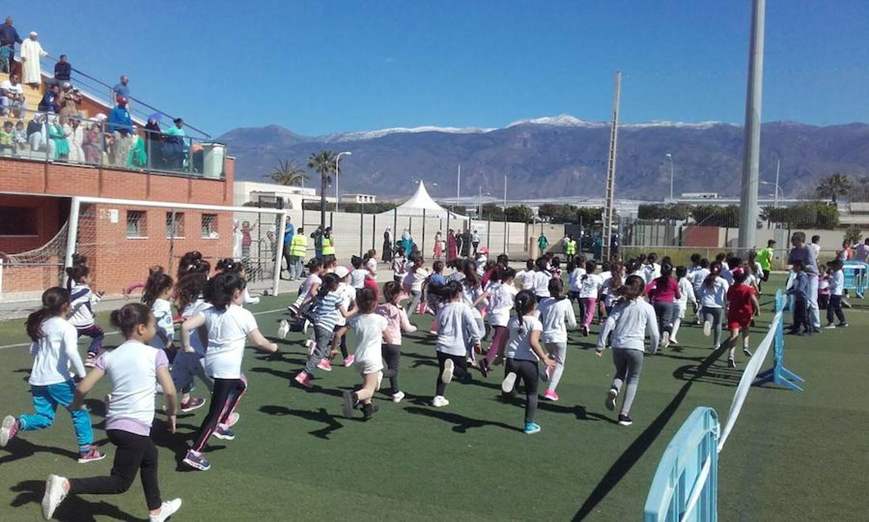 Los estudiantes de Las Norias despiden la Semana Cultural a la carrera