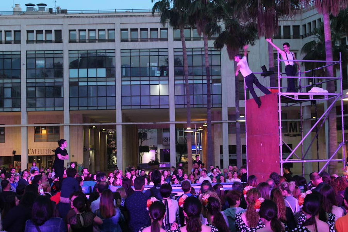 Música, magia, hielo y fuego en la inauguración del Festival de Teatro