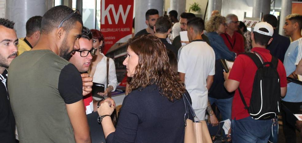 La Feria de Empleo y Emprendimiento llena de optimismo el Auditorio de El Ejido