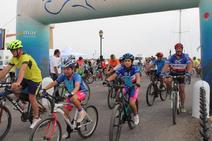Disfrutar de Almerimar en familia a golpe de pedales