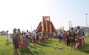Risas, diversión y agua para abrir las fiestas de la Virgen del Carmen de Almerimar