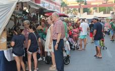 Almerimar disfruta de un mercado temático pirata para arrancar el mes de agosto