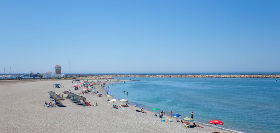 El turismo llena la costa ejidense
