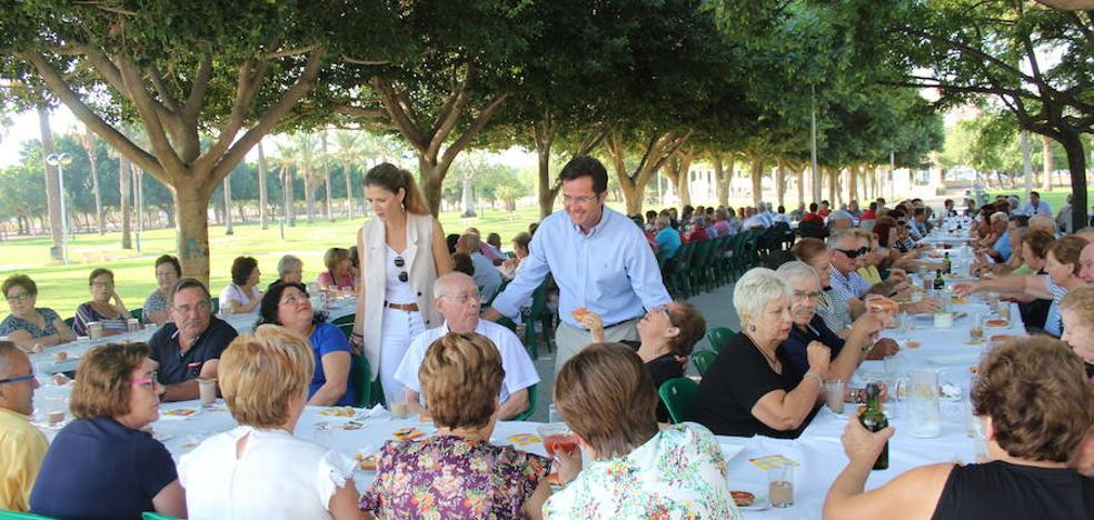 Desayuno saludable y actividades de envejecimiento activo por el Día del Mayor