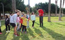 Mañana de juegos en el Parque Municipal en la Semana de la Infancia