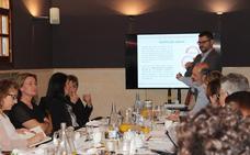Cruz Roja organiza una mesa de diálogo con empresas del sector hortofrutícola
