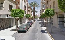 Arrestado en El Ejido por golpear a su pareja en plena calle mientras esta huía