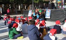 Cuenta cuentos, juegos infantiles y magia se dan cita en la plaza Antonio Mira